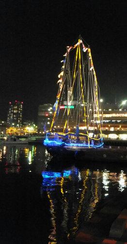 帆船夜景1.jpg